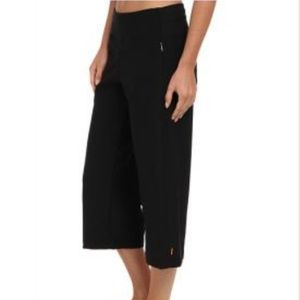 Lucy Black Everyday Capris